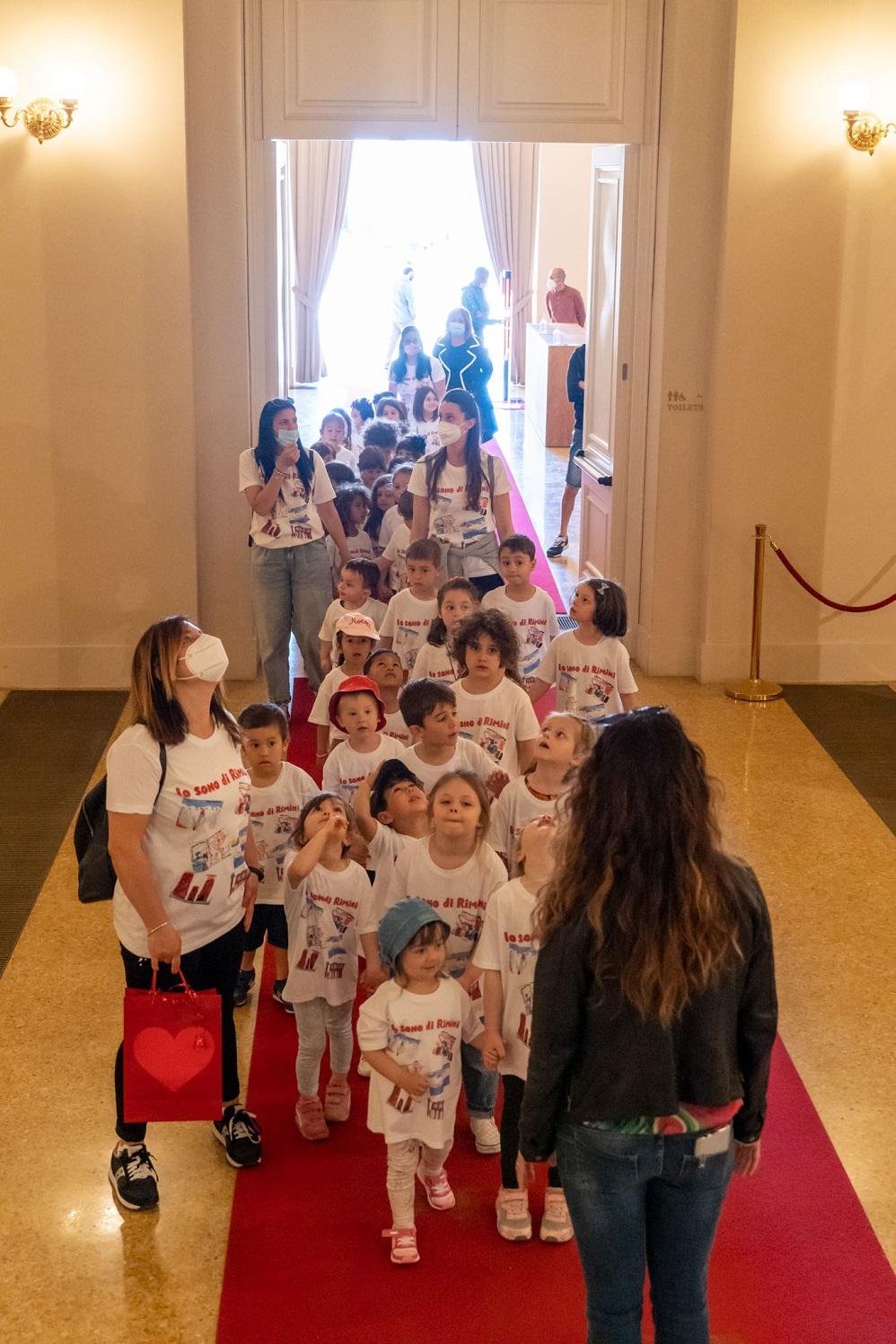 Bambini al teatro Galli